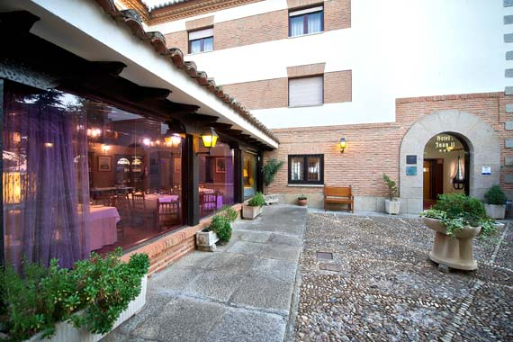Free wifi, panoramic terrace with views, outdoor pool and other amenities in Toro, Zamora